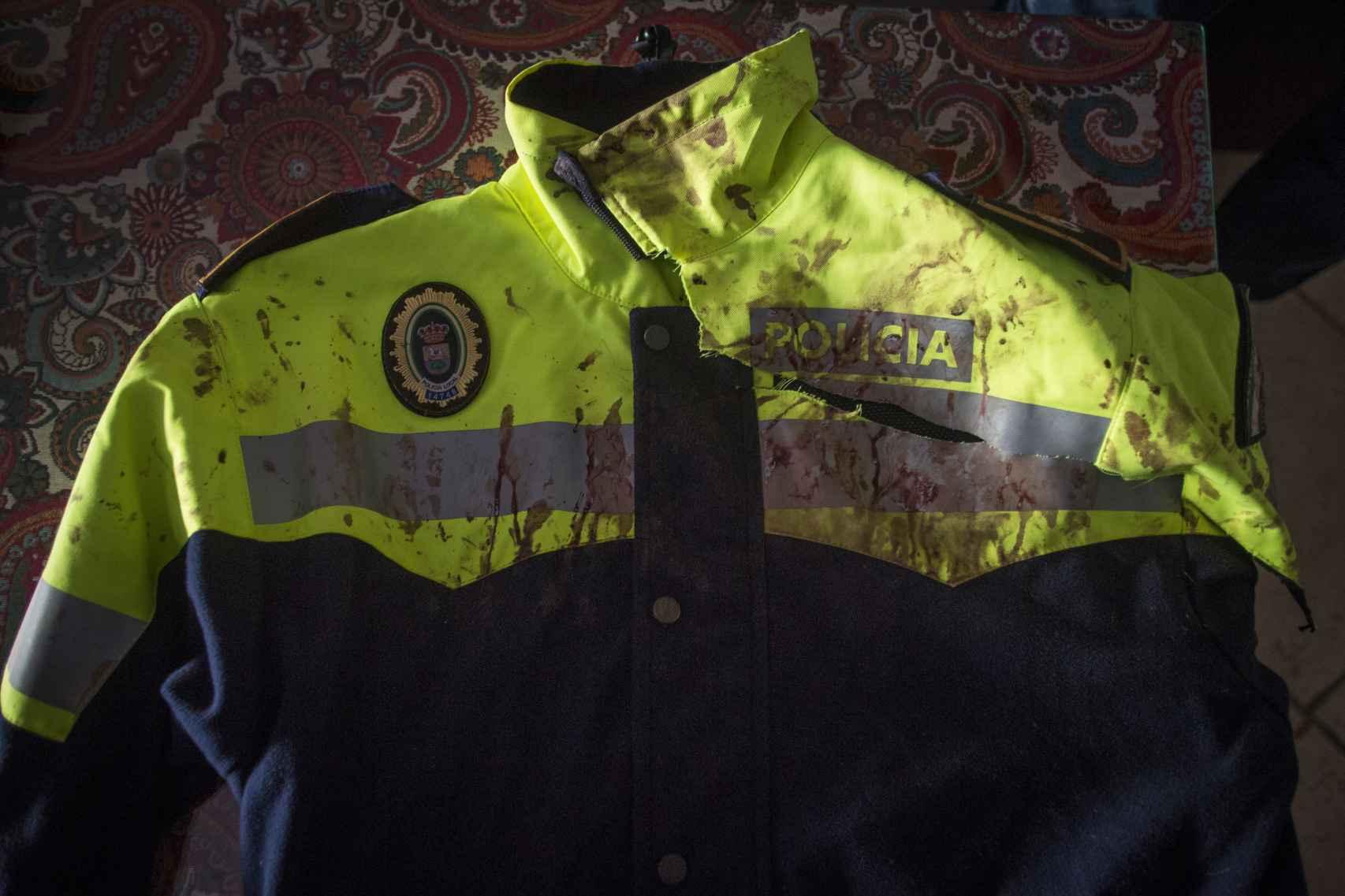Estado en el que se encuentra el uniforme de Juan Cadenas un año después de los hechos.