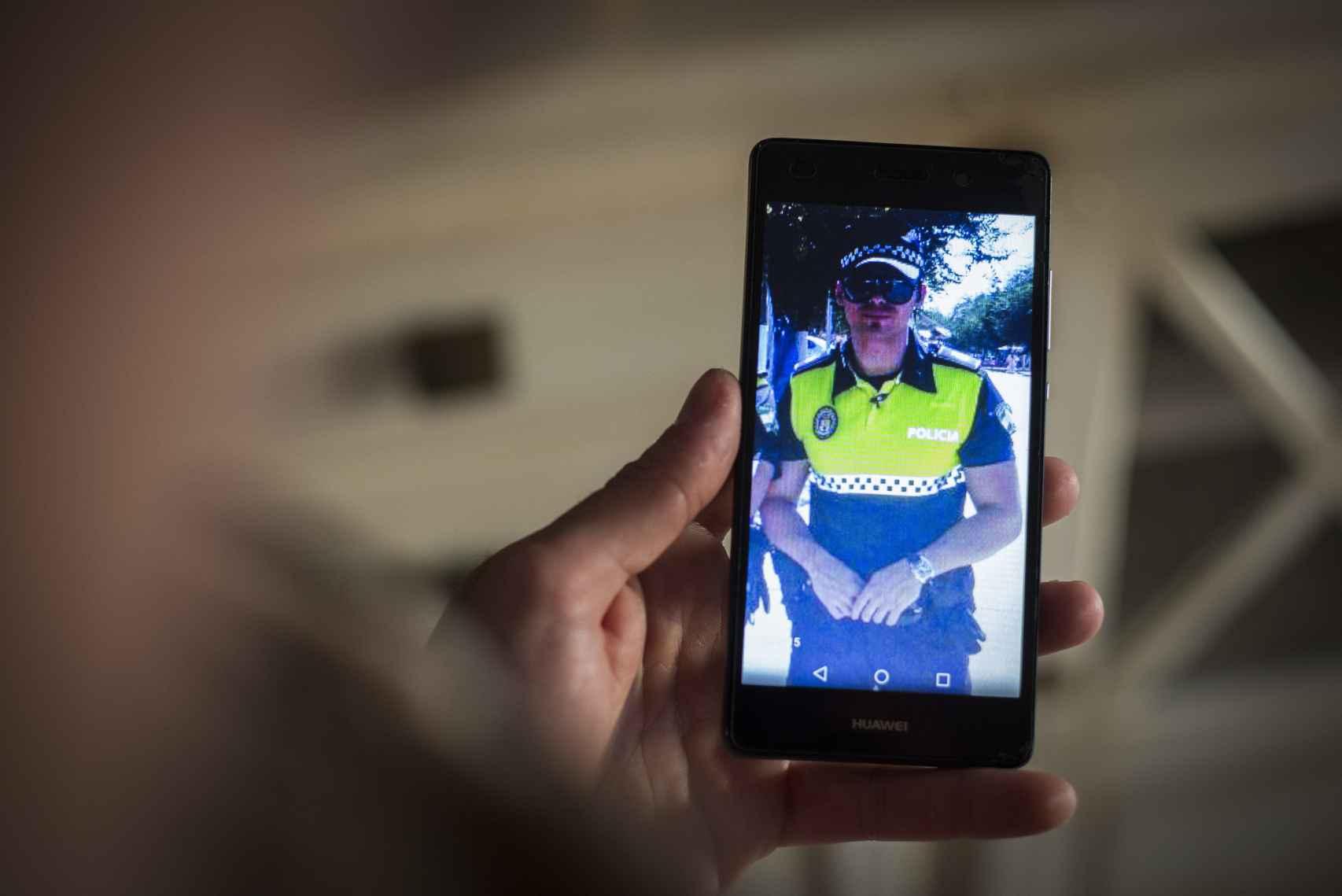 Una foto anterior a la agresión que sufrió prestando servicio en Puerto Serrano y que conserva en su móvil.