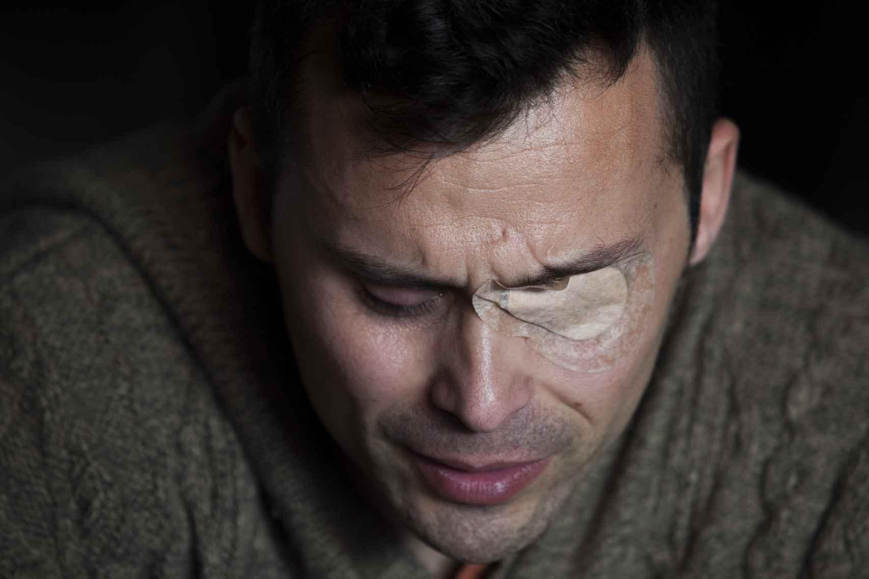 Juan recordando lo sucedido en la fatídica noche en la que perdió el ojo tras una brutal agresión.