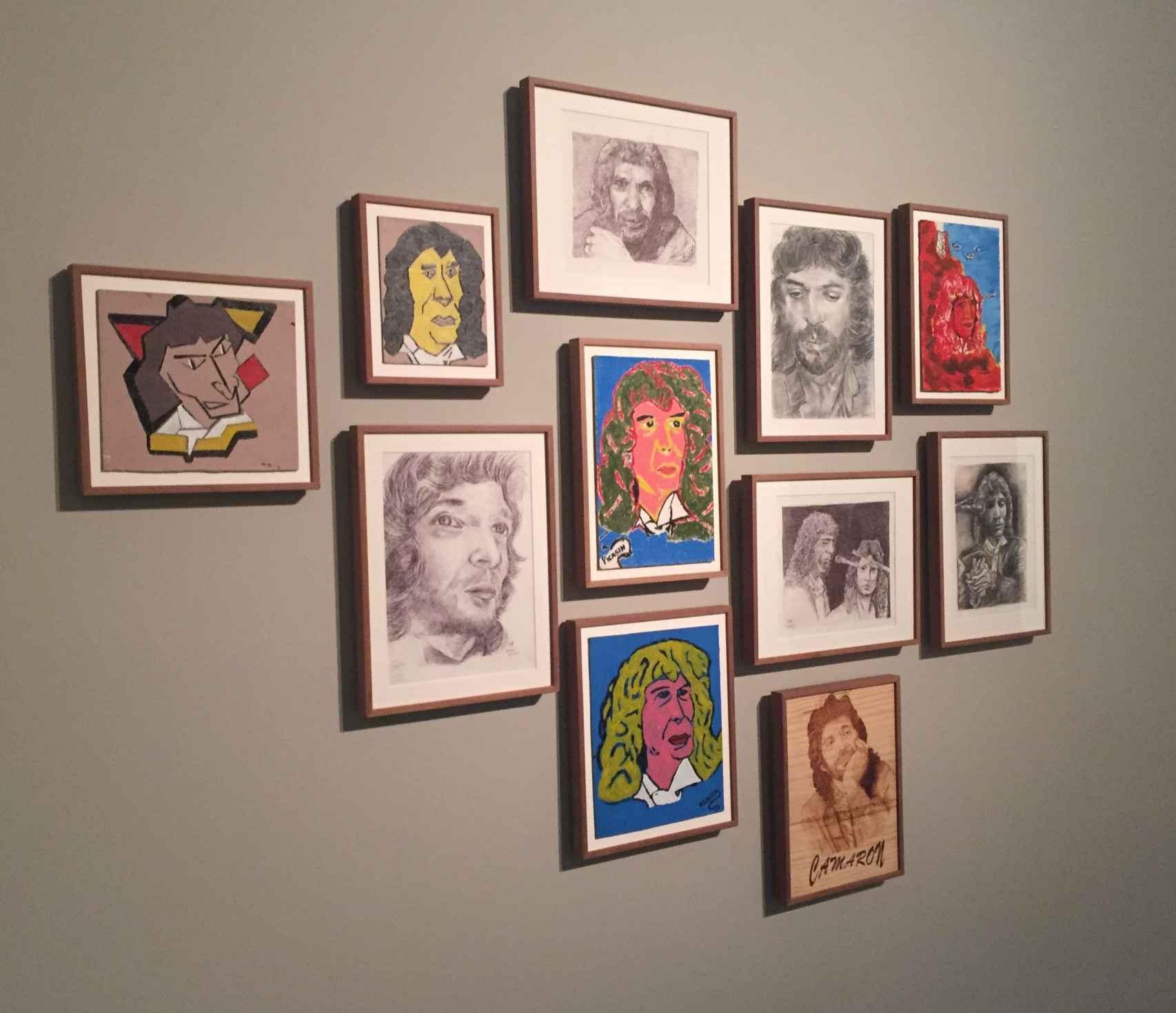 Una parte de la exposición, con los cuadros de los presos dedicados a Camarón de la Isla.