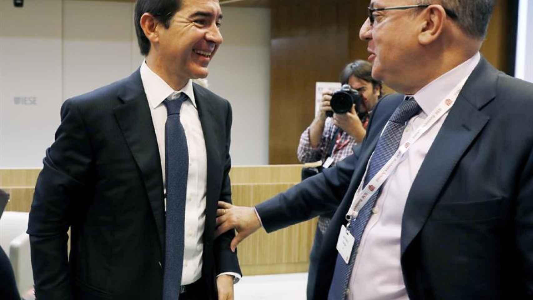 El CEO de BBVA, Carlos Torres Vila, junto al presidente de la Asociación Española de Banca, José María Roldán.