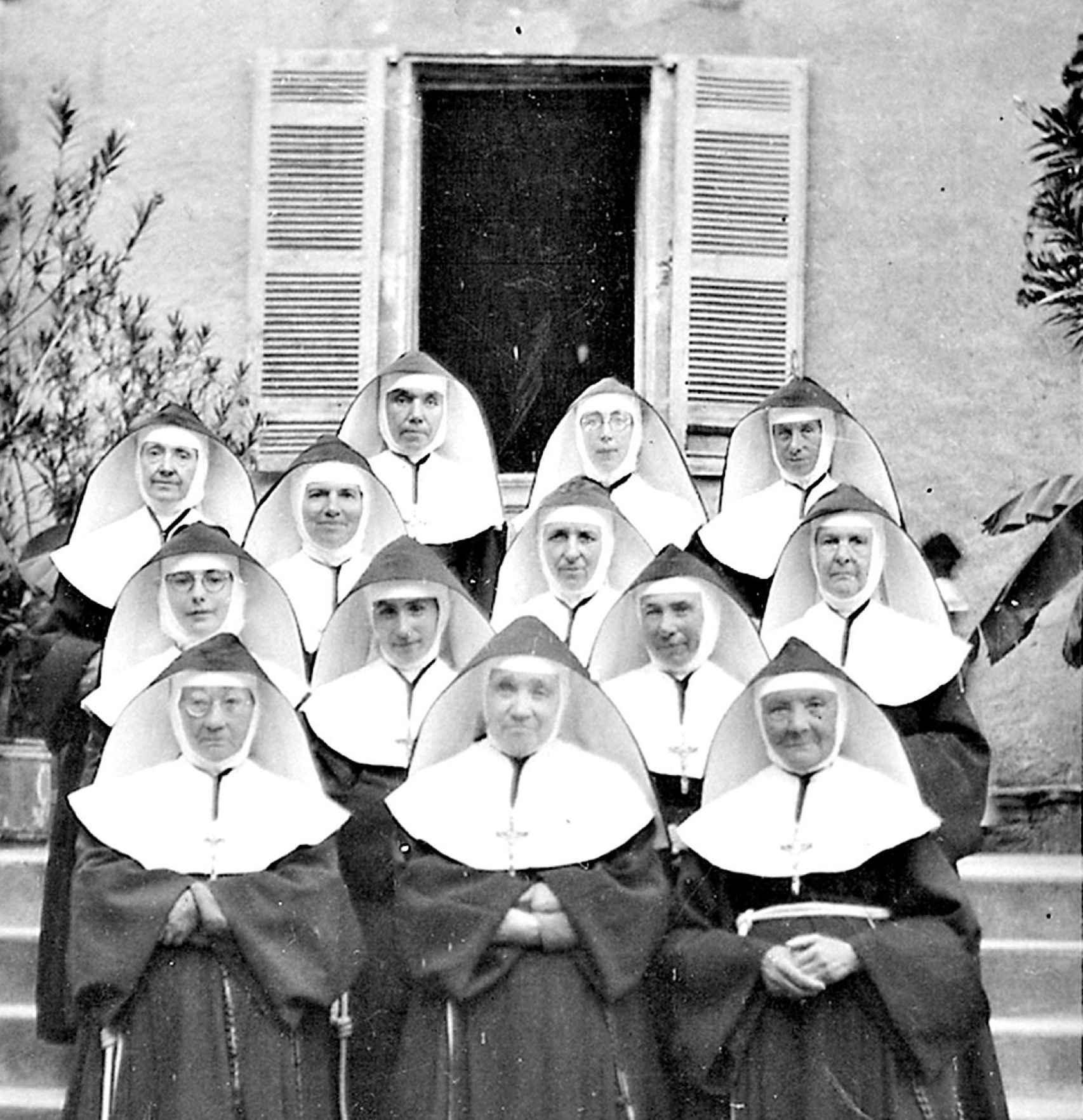 Una foto de las monjas del convento en la Dordoña, donde la pareja vivió en clandestinidad.
