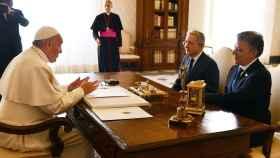 Uribe y Santos con el papa Francisco.