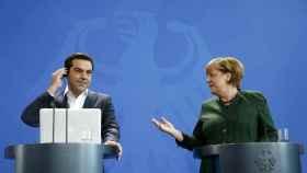 Alexis Tsipras y Angela Merkel durante una rueda de prensa conjunta en Berlín.