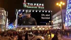 La Policía recicla el polémico cartel de Narcos para promover la 'tuitredada'.