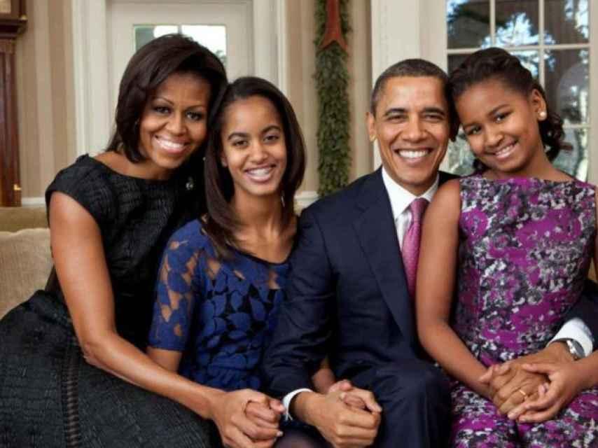 De izquierda a derecha, Michelle, Malia, Obama y Shasa