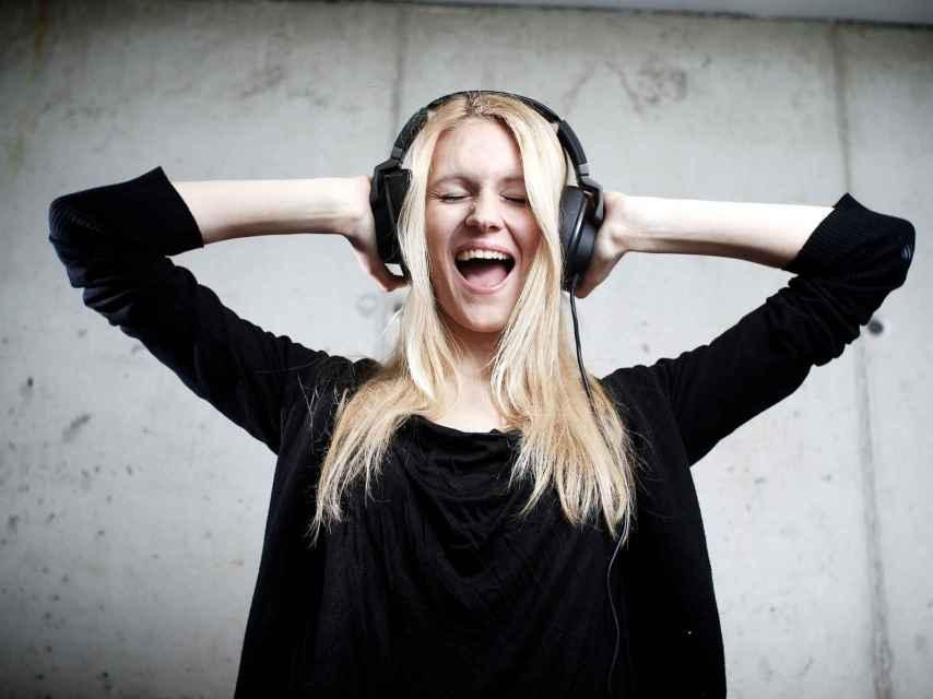 Los auriculares son una de las opciones para regalar estas Navidades, aunque mejor elígelos sin cables.