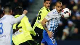 Sandro intenta alcanzar un balón frente al Córdoba.