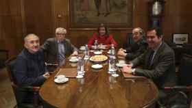 La ministra de Empleo, Fátima Báñez, al inicio de la reunión con los presidentes de CEOE y Cepyme, Juan Rosell  y Antonio Garamendi, y los secretarios generales de UGT y CCOO, Pepe Álvarez e Ignacio Fernández Toxo.
