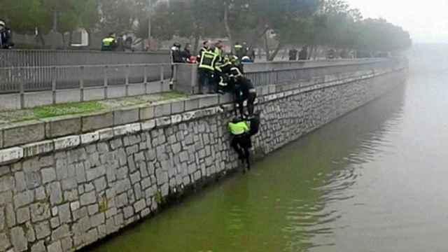 Los policías, en la escena del crimen de 'Jimmy'
