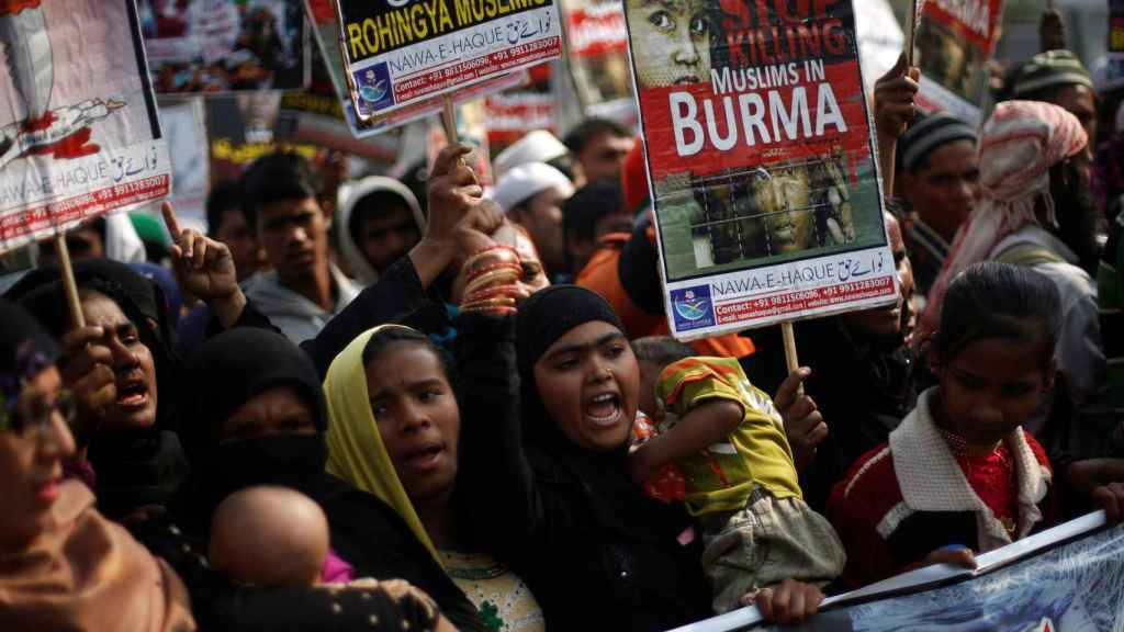 Refugiados musulmanes rohingya de la India se manifiestan por la situación en Myanmar.