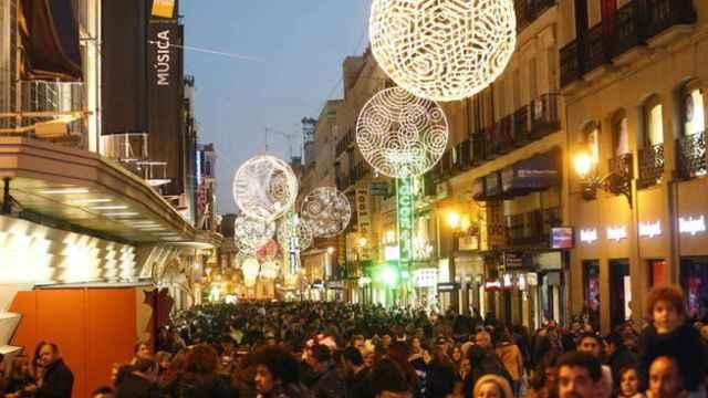 La calle de Preciados, en Madrid, durante las compras navideñas.