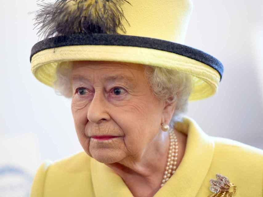 Isabel II en uno de sus últimos actos oficiales antes del inicio de sus vacaciones.