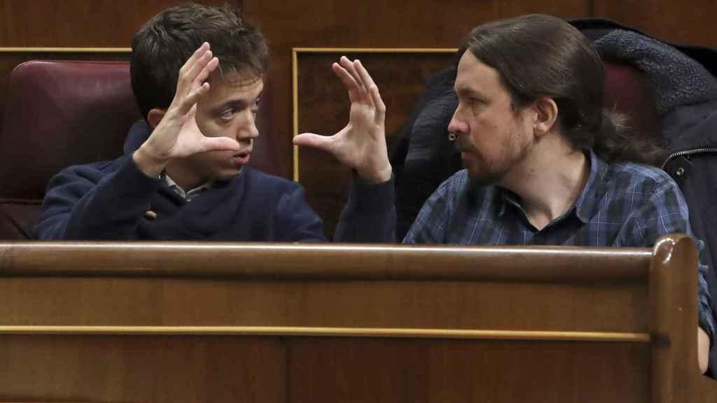 Pablo Iglesias junto con Íñigo Errejón en el Parlamento.