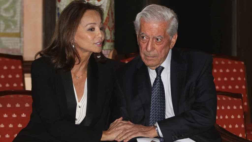 La socialité con su pareja el escritor Mario Vargas llosa