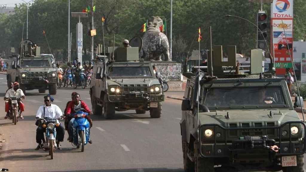 Tropas españolas en un convoy en Mali