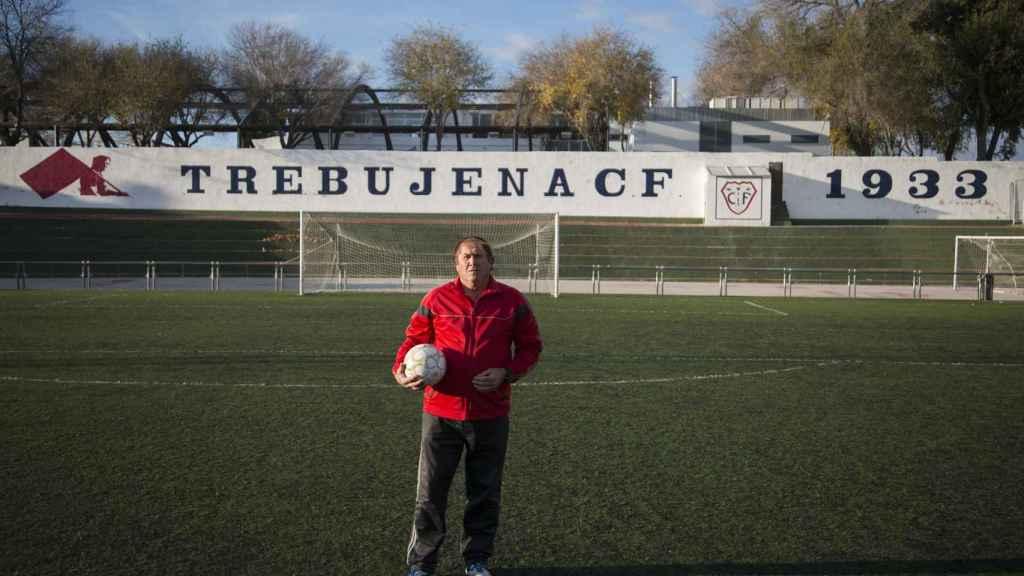 Rafael fue el primer defensa en España que cubrió a la estrella salvadoreña. Fue durante un amistoso en el verano de 1982.