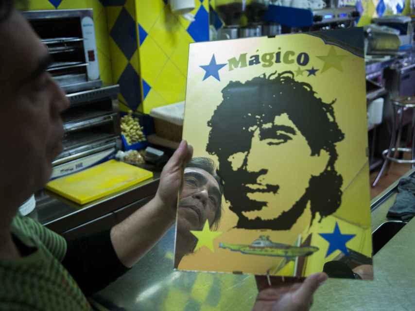 Jesús Sánchez trabaja en el bar Submarino Amarillo. Cuando tenía 18 años conoció a Jorge González, a quien cada mañana le servía el desayuno. Dice que siempre llegaba tarde a los entrenamientos.