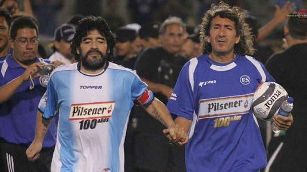 Diego Armando Maradona dijo de Jorge González que era mejor jugador que él. Nunca se sabrá. El salvadoreño llevó una vida menos profesional aún que el argentino.