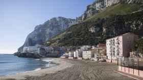 Vista general de la playa de Catalan Bay en Gibraltar.