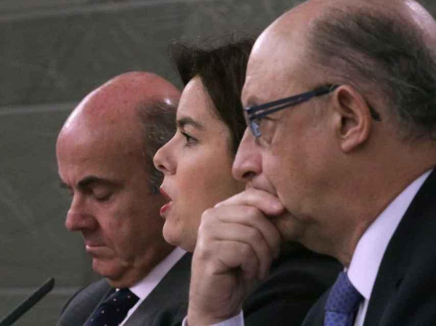 Luis de Guindos, Soraya Sáez y Cristobal Montoro.