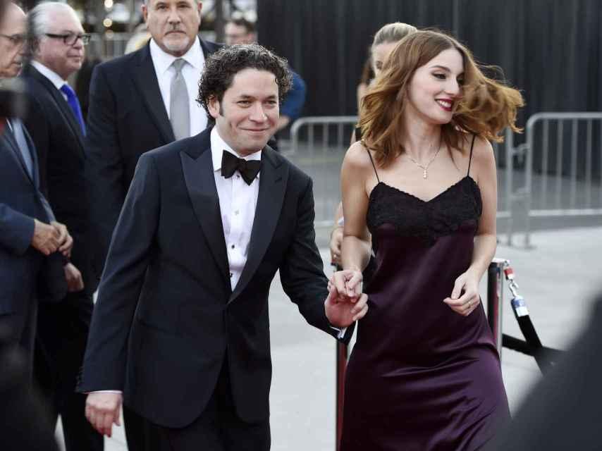 Gustavo Dudamel y María Valverde en septiembre durante el concierto inaugural de la Filarmónica de Los Ángeles