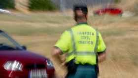 Un agente de la Guardia Civil durante una campaña de control de velocidad en 2016