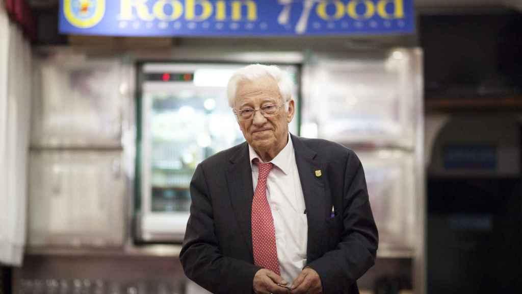 El Padre Angel, en su primer restaurante  Robin Hood.