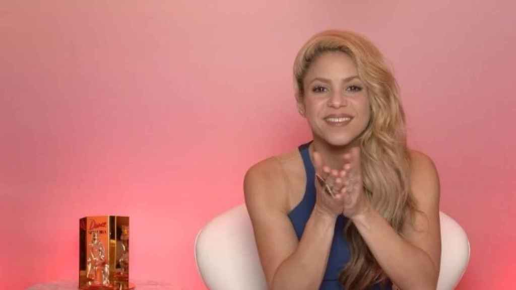 Shakira manda buenos deseos a sus fans.
