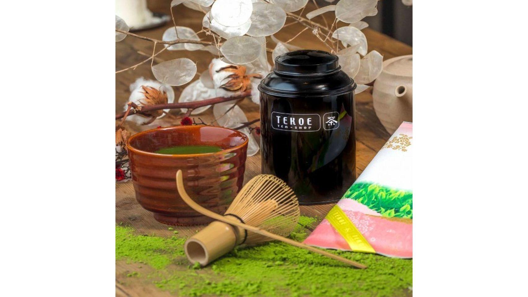 El pack Matcha Tea de Tekoe incluye todo lo necesario para vivir una experiencia única: 50 gr de este delicado polvo de té, un bol de cerámica japonesa y una cuchara medidora. Precio: 59 euros