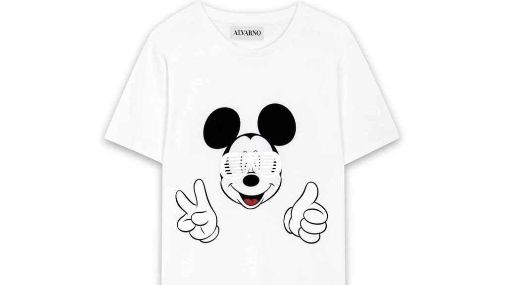 Mickey. Los diseñadores de Alvarno han creado esta camiseta inspirada en el personaje más emblemático de Disney en favor de la Fundación Aladina (45 Euros).