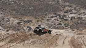 El coche de Carlos Sainz durante la cuarta etapa del Dakar.