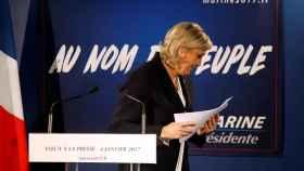 Marine Le Pen, al finalizar la exposición de sus planes para 2017 ante los medios.