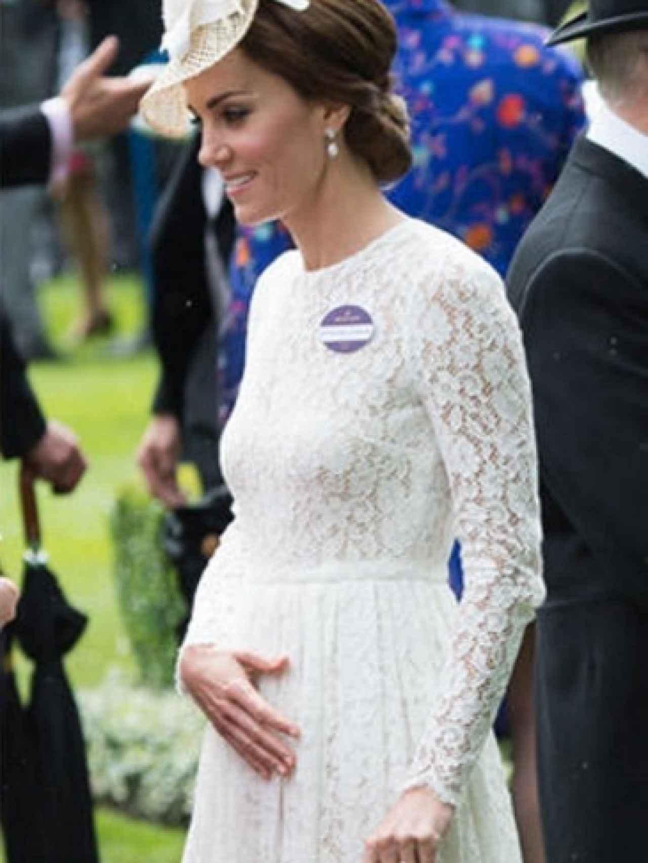 Los gestos de Kate Middleton sobre su tripa generaron los rumores sobre un posible embarazo.