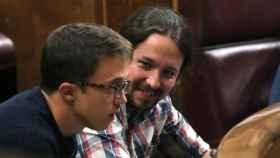 Iglesias y Errejón durante un pleno en el Congreso de los Diputados.