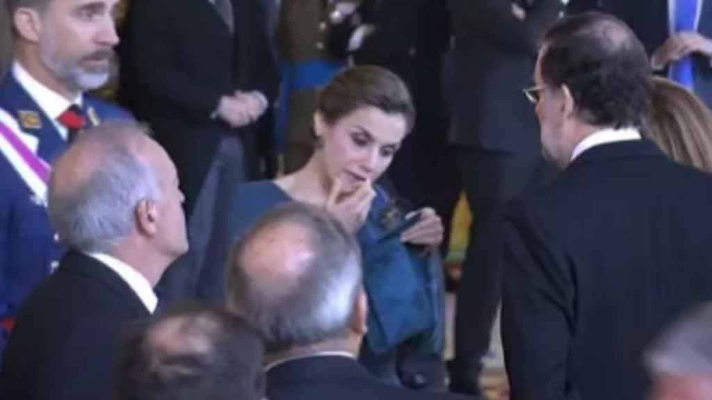 Letizia maquillándose delante del anterior presidente del Gobierno Mariano Rajoy