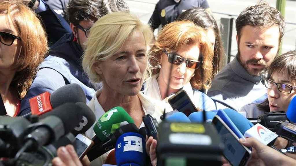 Ana Duato ante los medios.