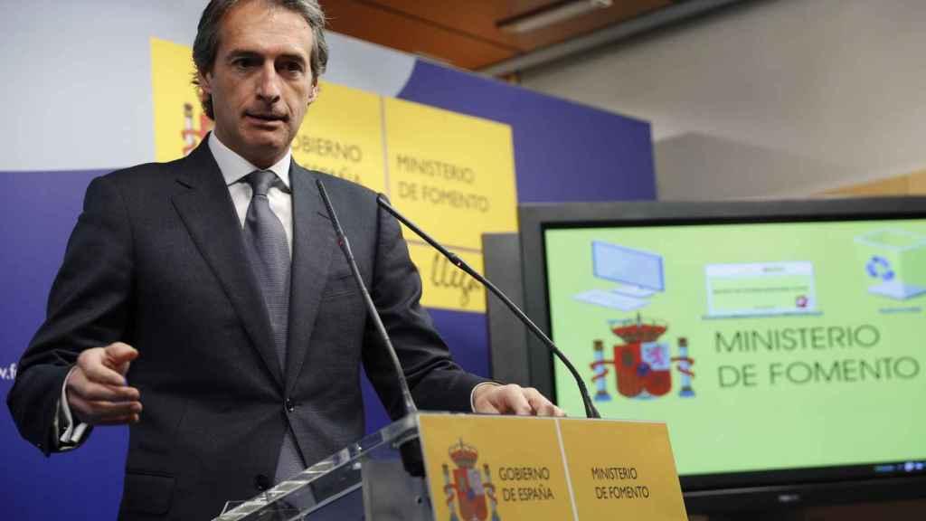 El ministro de Fomento, Íñigo de la Serna, durante la presentación del plan.