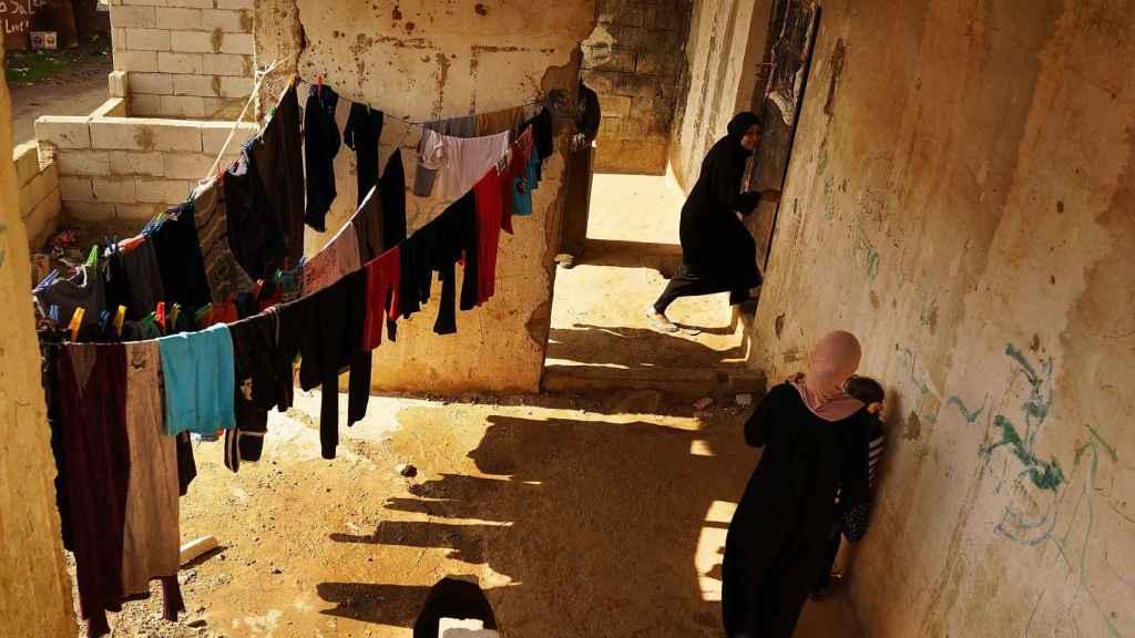 Imagen de archivo de una antigua celda que ahora usan refugiados en el Valle de la Becá (Líbano, en la frontera con Siria).