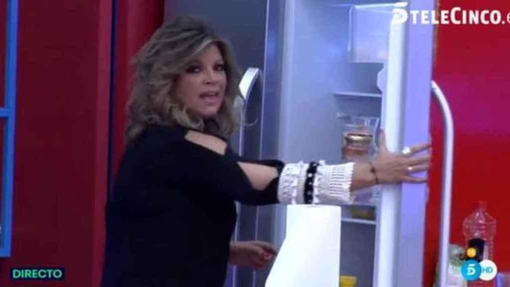 Terelu Campos no daba crédito a la poca comida que tenían los concursantes en la nevera.