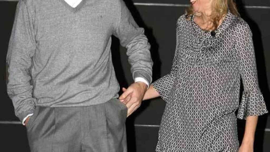 El matrimonio, sonriente, a las puertas de su casa de Barcelona en el 40 cumpleaños de Urdangarin