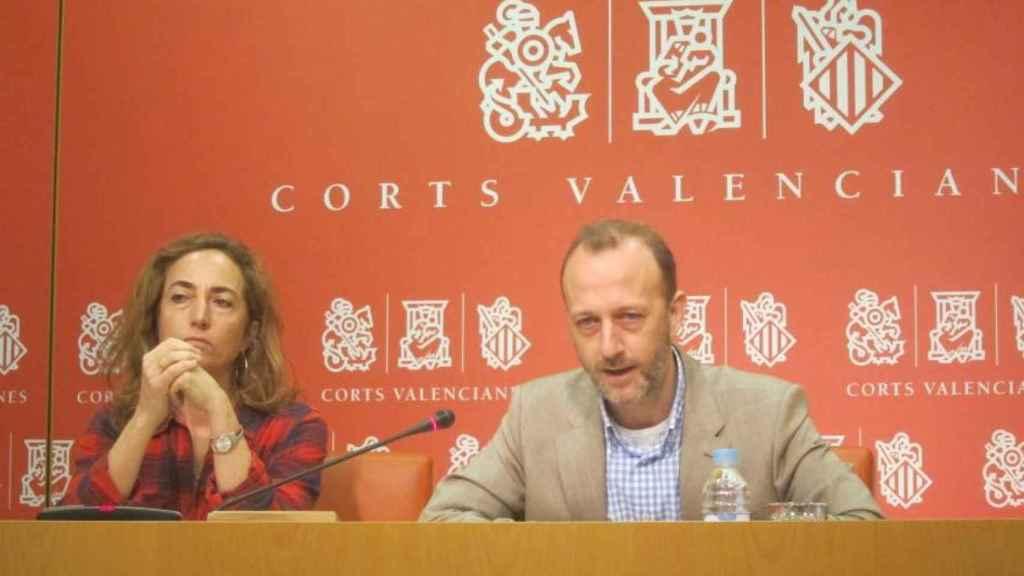 Carolina Punset y Alexis Marí, juntos en las Cortes de Valencia