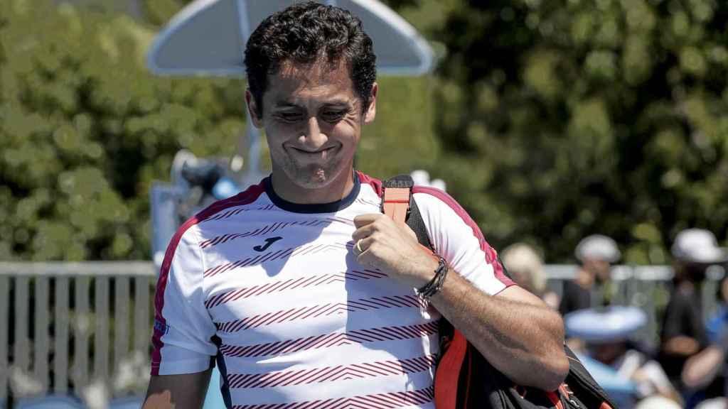 Nicolás Almagro se retira de su estreno en el Open de Australia sólo 23 minutos después.