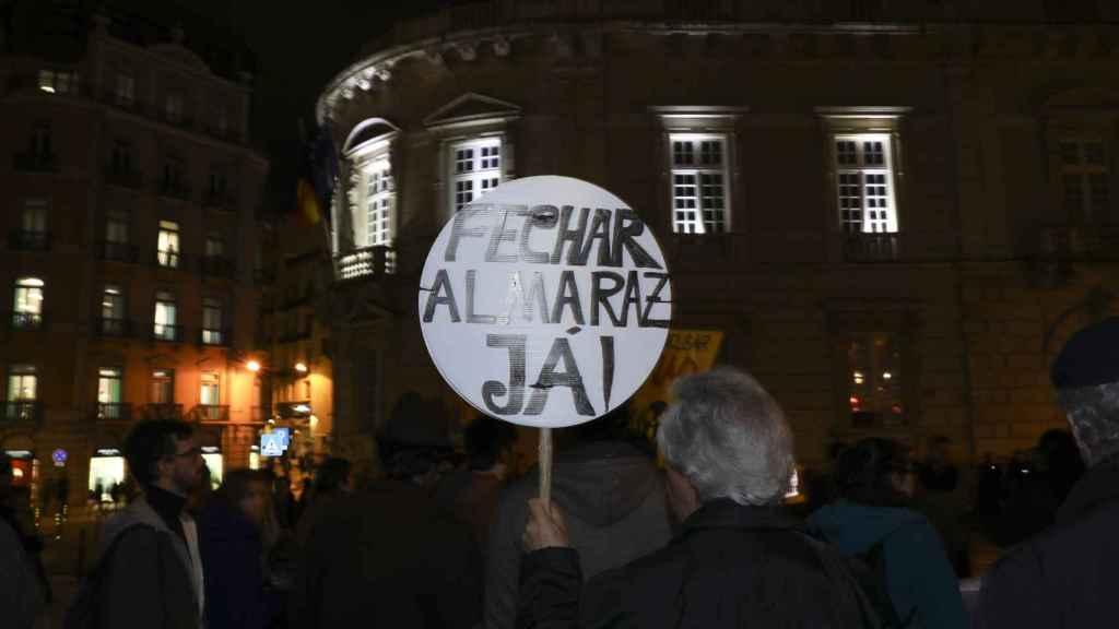 Protesta ante la embajada de España en Lisboa por la central de Almaraz.