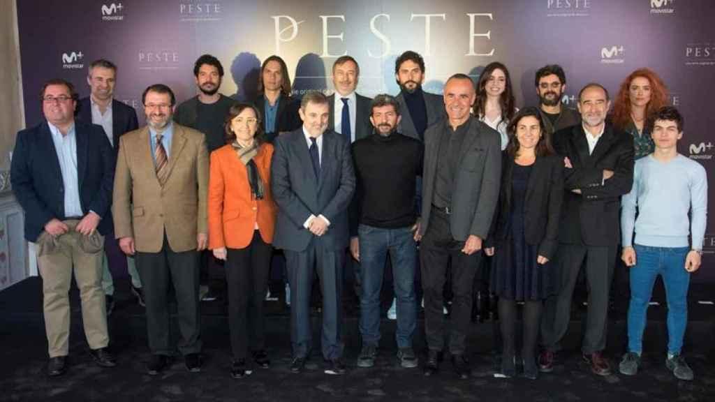 El equipo al completo de la serie producida por Movistar, con un presupuesto de 10 millones de euros.