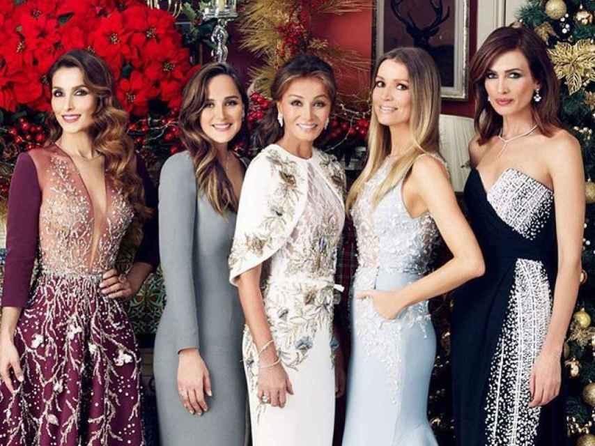 De izquierda a derecha, Paloma Cuevas, Tamara Falcó, Isabel Preysler, Nicole Kimpel y Nieves Álvarez