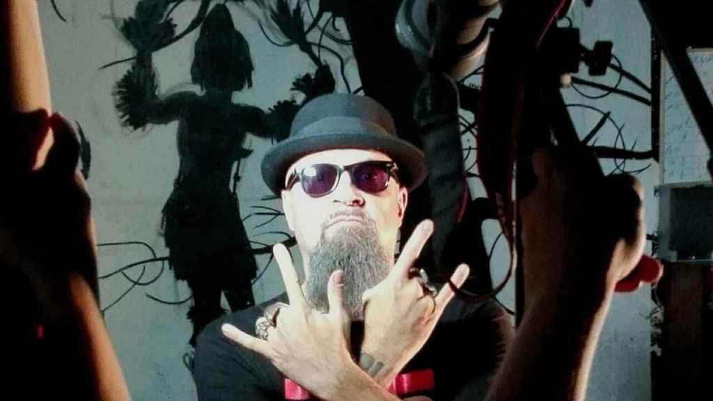 El líder de Def con Dos, César Strawberry.