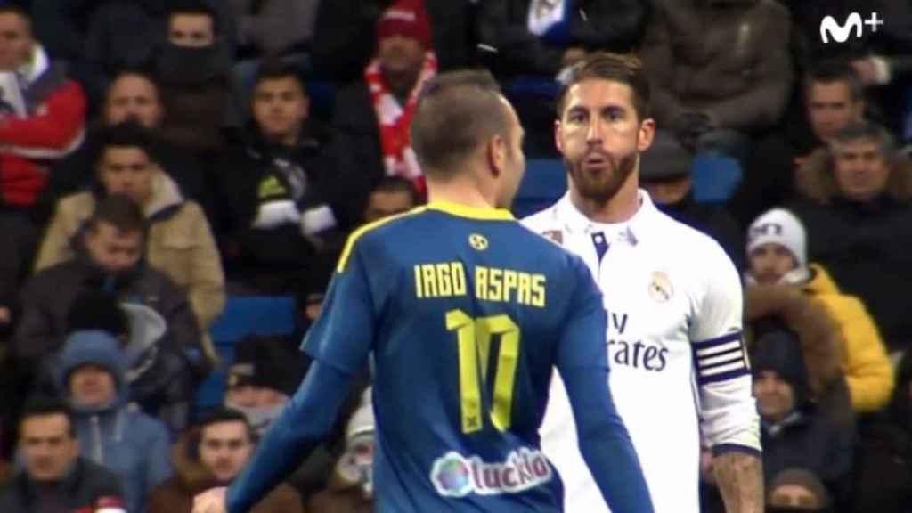 Sergio Ramos en el momento que escupe a Iago Aspas.