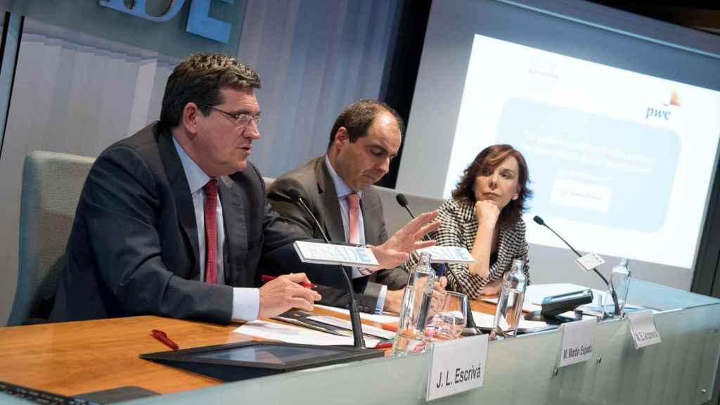 Martín Espada, socio de PwC, junto a Esther Arizmendi, del CTBG, y José Luis Escrivá, de la AIREF