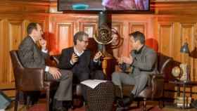El presidente de Inditex, Pablo Isla, junto a los fundadores de Water.org, Matt Damon y Gary White.